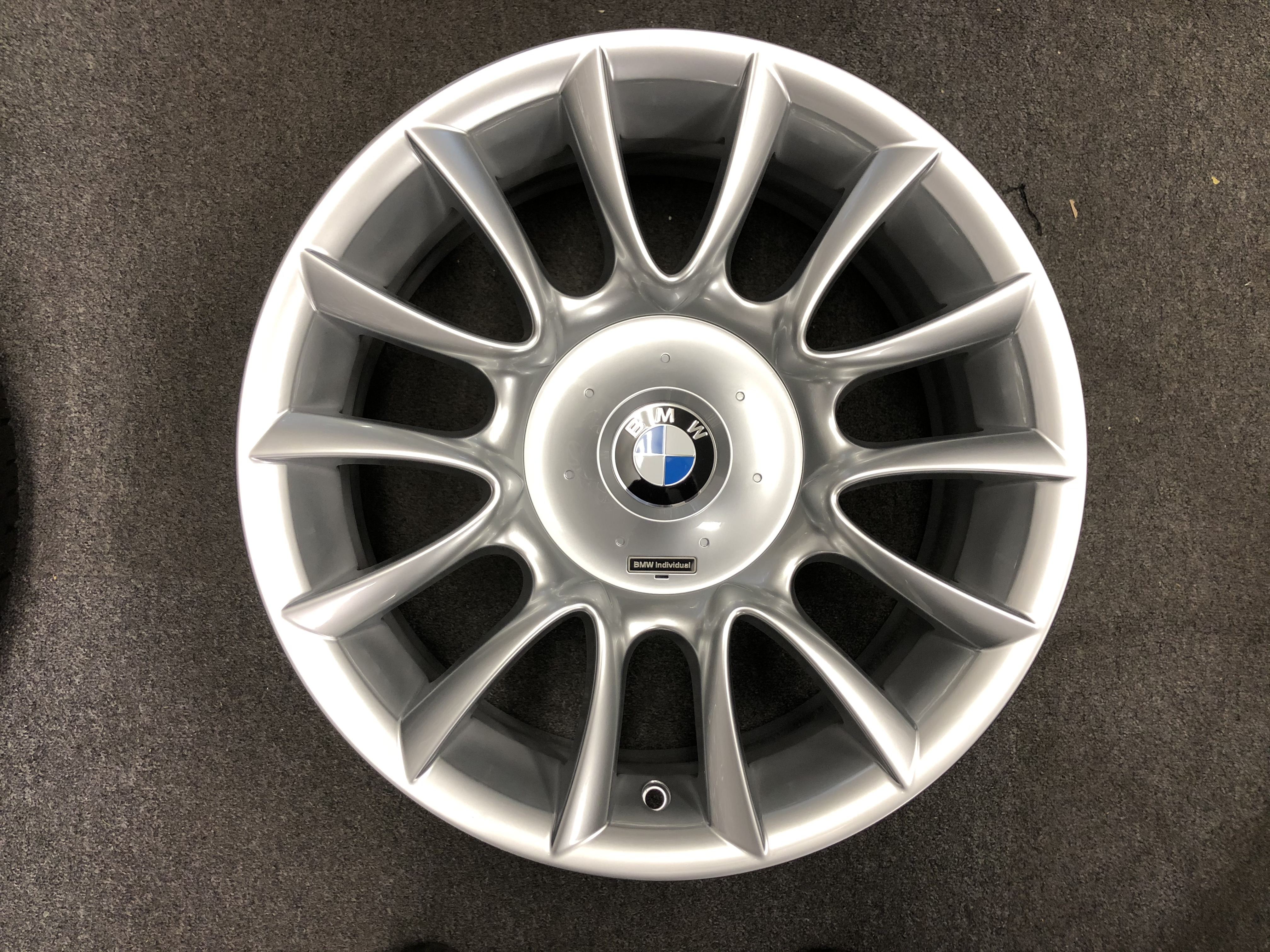 "NEW 18"" GENUINE BMW STYLE LA 152 INDIVIDUAL ALLOY WHEELS IN HIGH GLOSS SILVER WITH WIDER REARS INC CAPS"