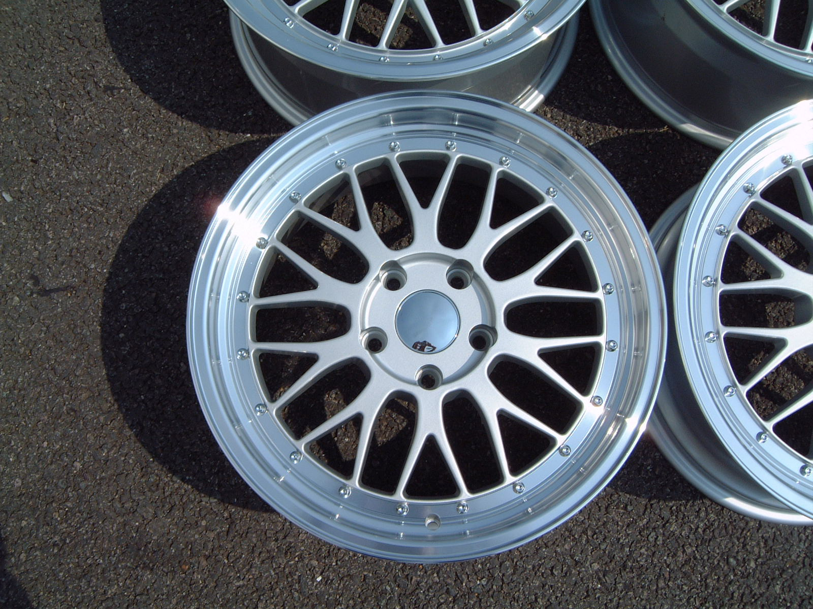 "NEW 18"" LM STYLE ALLOYS IN SILVER WITH BIG STEPPED POLISHED DEEP DISH 9.5"" REAR"