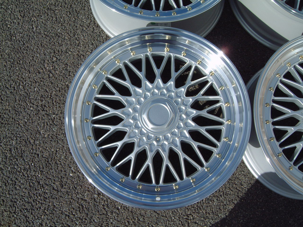 "NEW 18"" DARE RS STYLE ALLOY WHEELS IN SILVER/POLISHED,WITH GOLD RIVETS, DEEP DISH 9.5"" REAR!! et42/42"