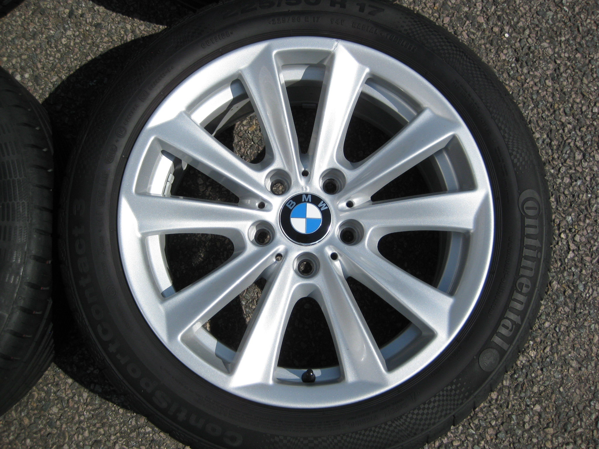 "USED 17"" GENUINE STYLE 236 V SPOKE ALLOY WHEELS, VGC INC VERY GOOD TYRES"