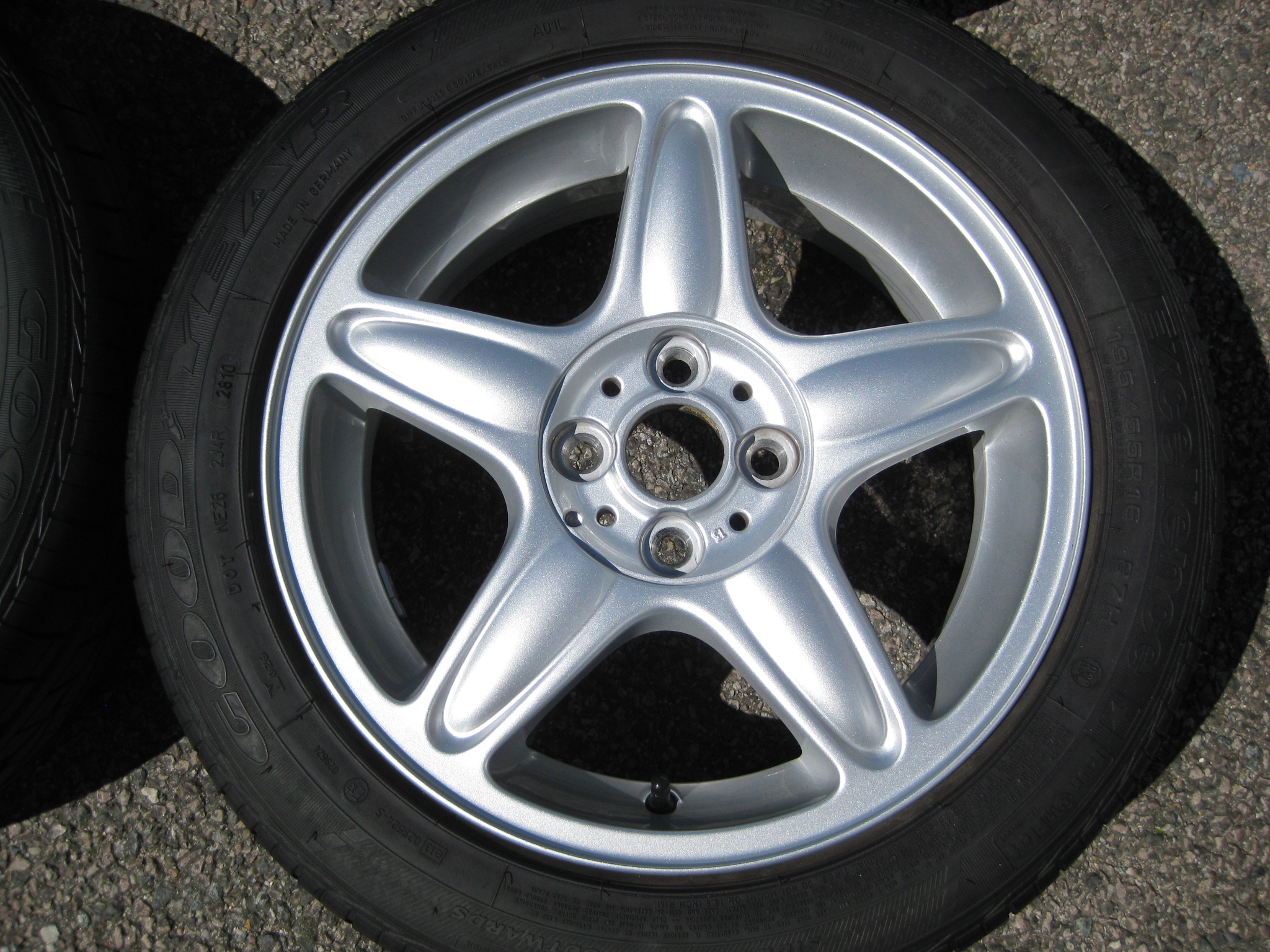"USED 16"" GENUINE MINI COOPER S R103 5 STAR ALLOYS,GC INC GOOD GOODYEAR RUNFLAT TYRES"