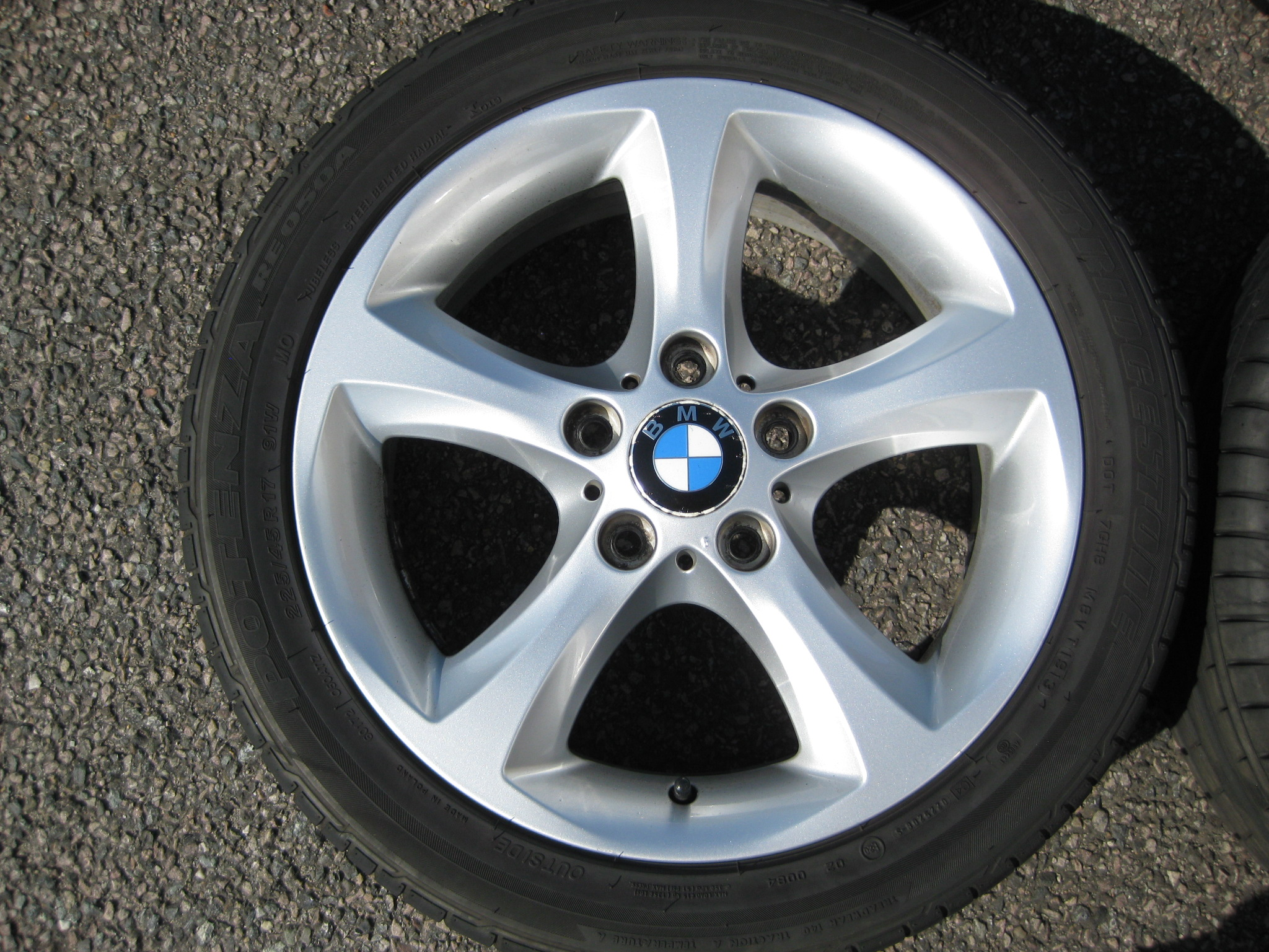 "USED 17"" GENUINE STYLE 256 1 SERIES 5 SPOKE ALLOY WHEELS,VGC INC GOOD NON RUNFLAT TYRES"