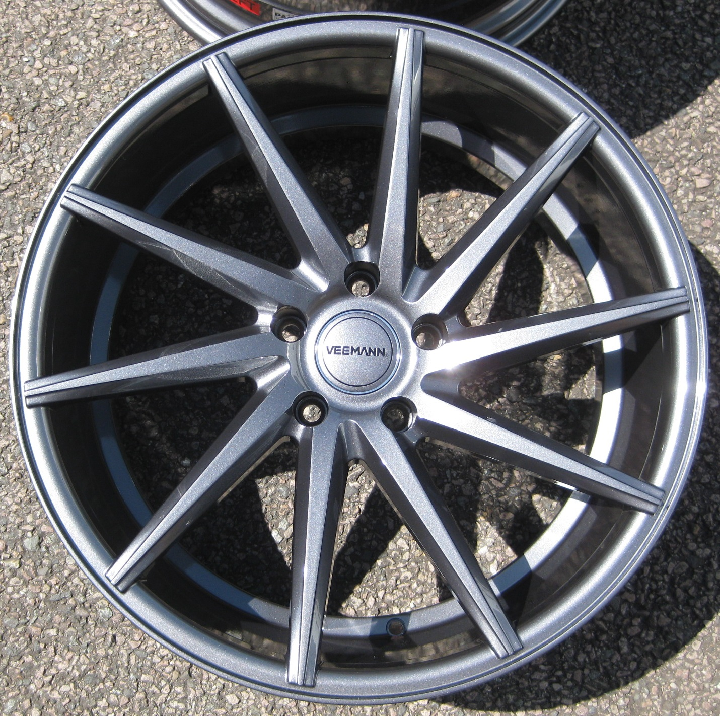 "NEW 20"" VEEMANN CVT DIRECTIONAL ALLOY WHEELS IN GLOSS GUNMETAL, WIDER 10"" REAR"