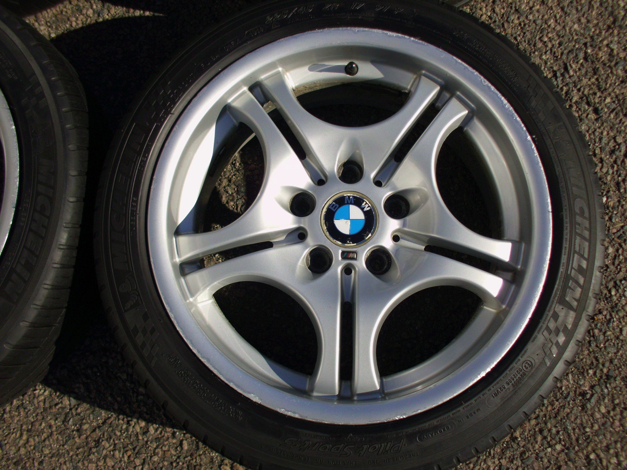"USED 17"" GENUINE STYLE 68 M DOUBLE SPOKE ALLOY WHEELS, CLEAN,WIDE REAR INC MICHELIN TYRES"