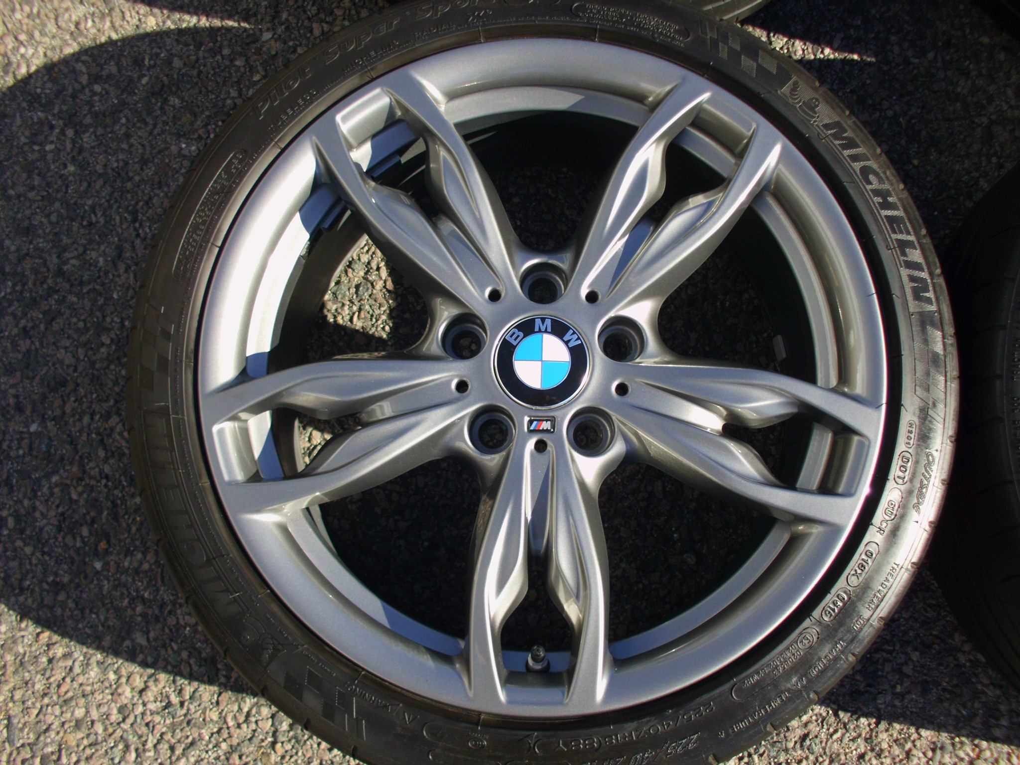 "USED 18"" GENUINE STYLE 436M DOUBLE SPOKE ALLOYS,NEAR UNMARKED,WIDE REAR INC MICHELIN PILOT SUPER SPORT TYRES AND PRESSURE SENSORS"
