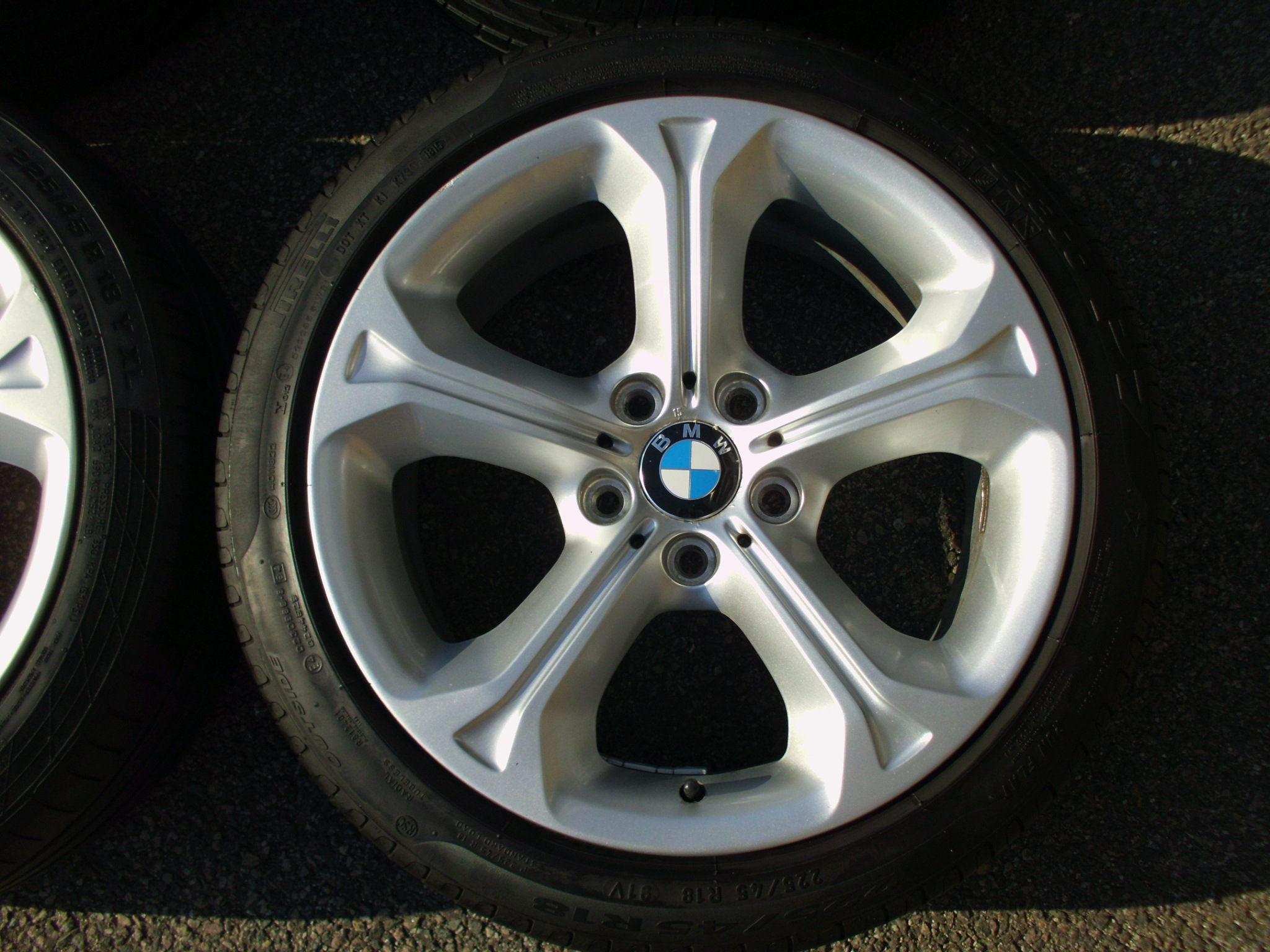 "USED 18"" GENUINE STYLE 320 5 SPOKE ALLOYS, INC TYRES"