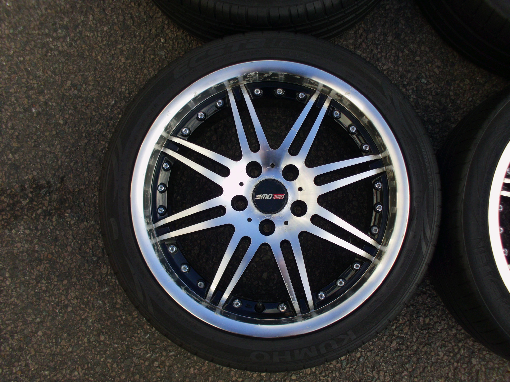 "USED 18"" MOTEC MCT1 ALLOYS IN BLACK WITH POLISHED FACE AND DISH INC TYRES"
