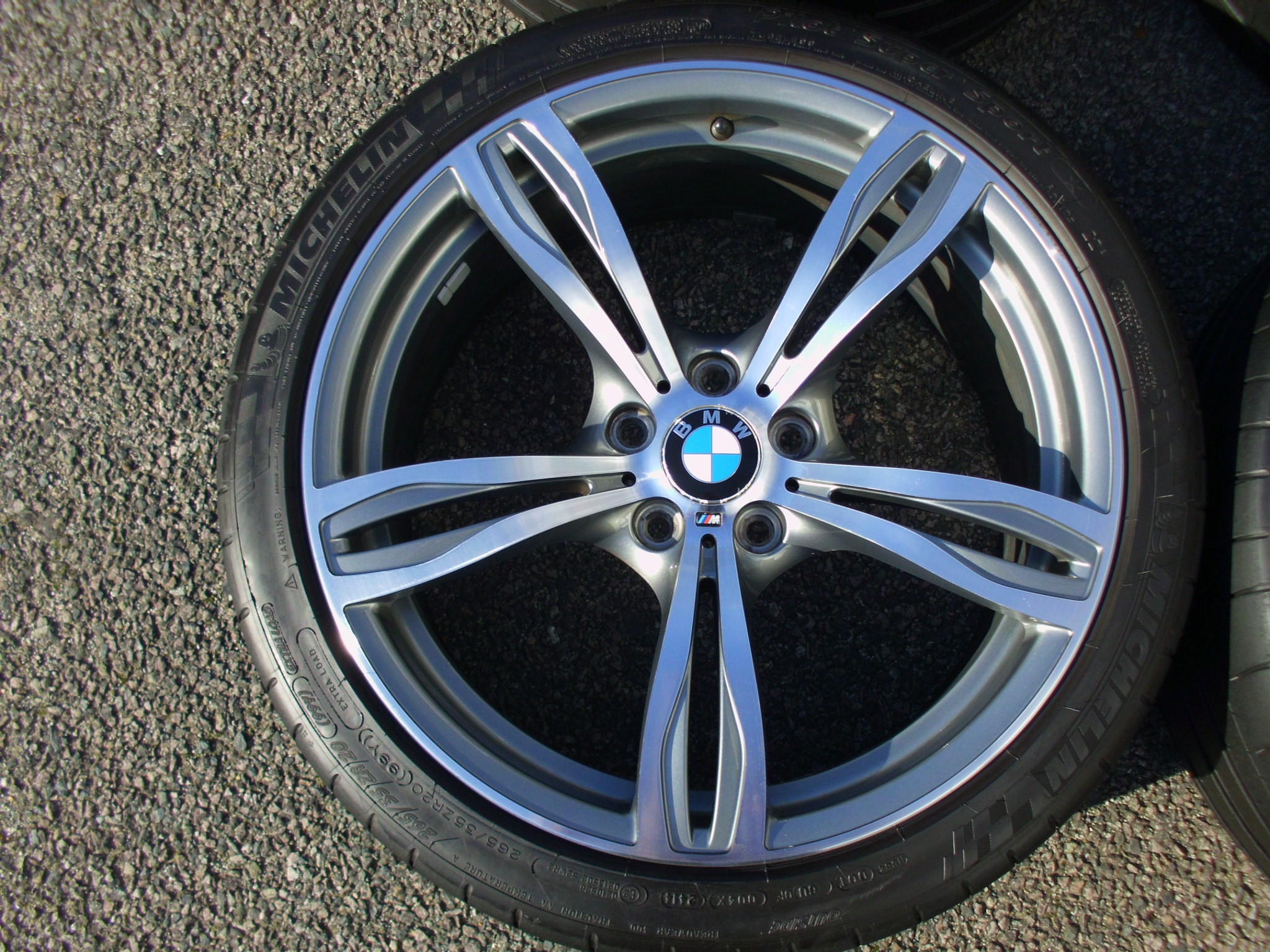 "USED 20"" GENUINE STYLE 343 F10 M5 ALLOYS,VERY GOOD CONDITION WITH WIDE REAR INC GOOD MICHELIN TYRES"