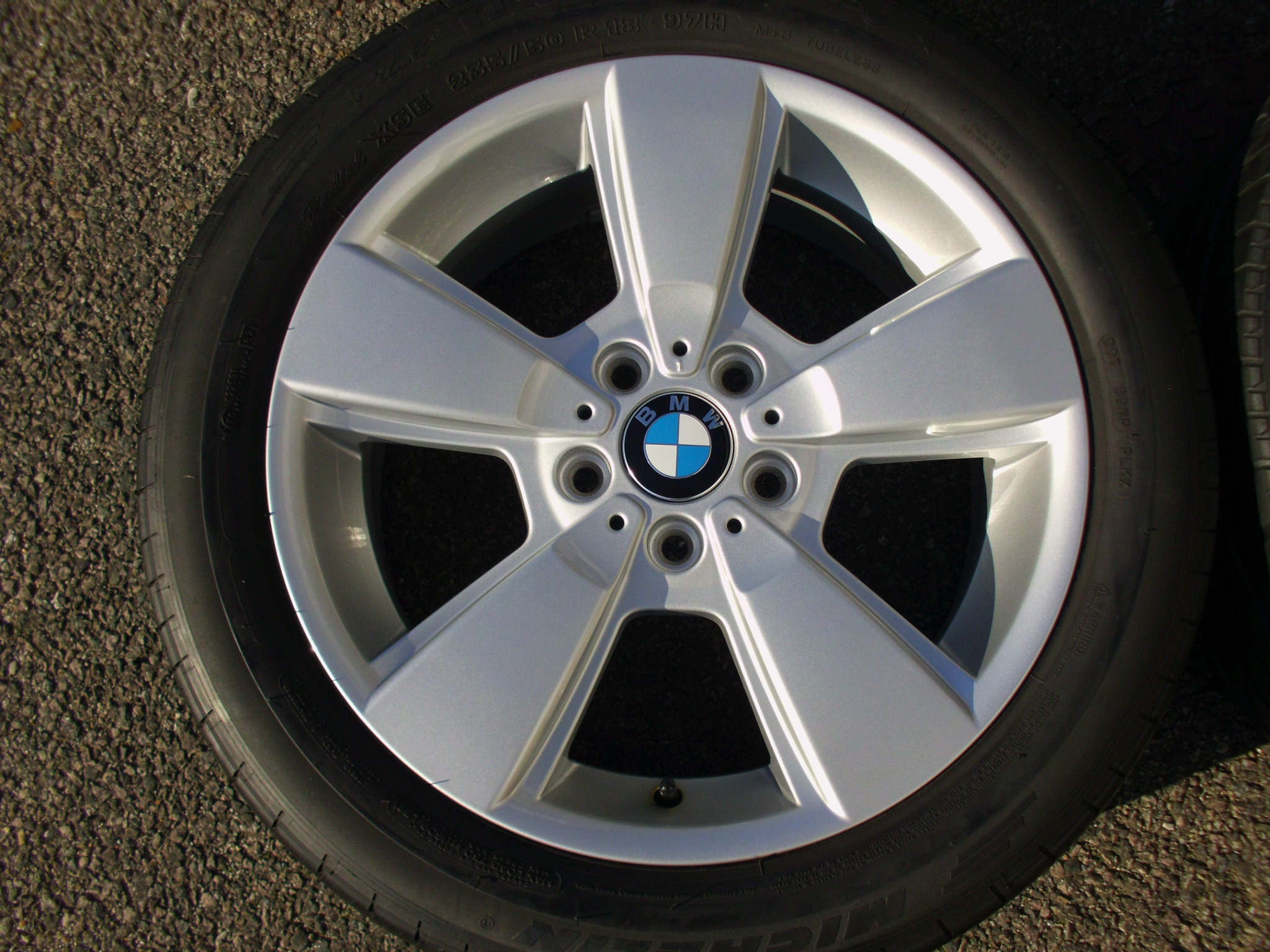 "USED 18"" GENUINE BMW STYLE 143 5 SPOKE ALLOYS,FULLY REFURBED INC GOOD TYRES"