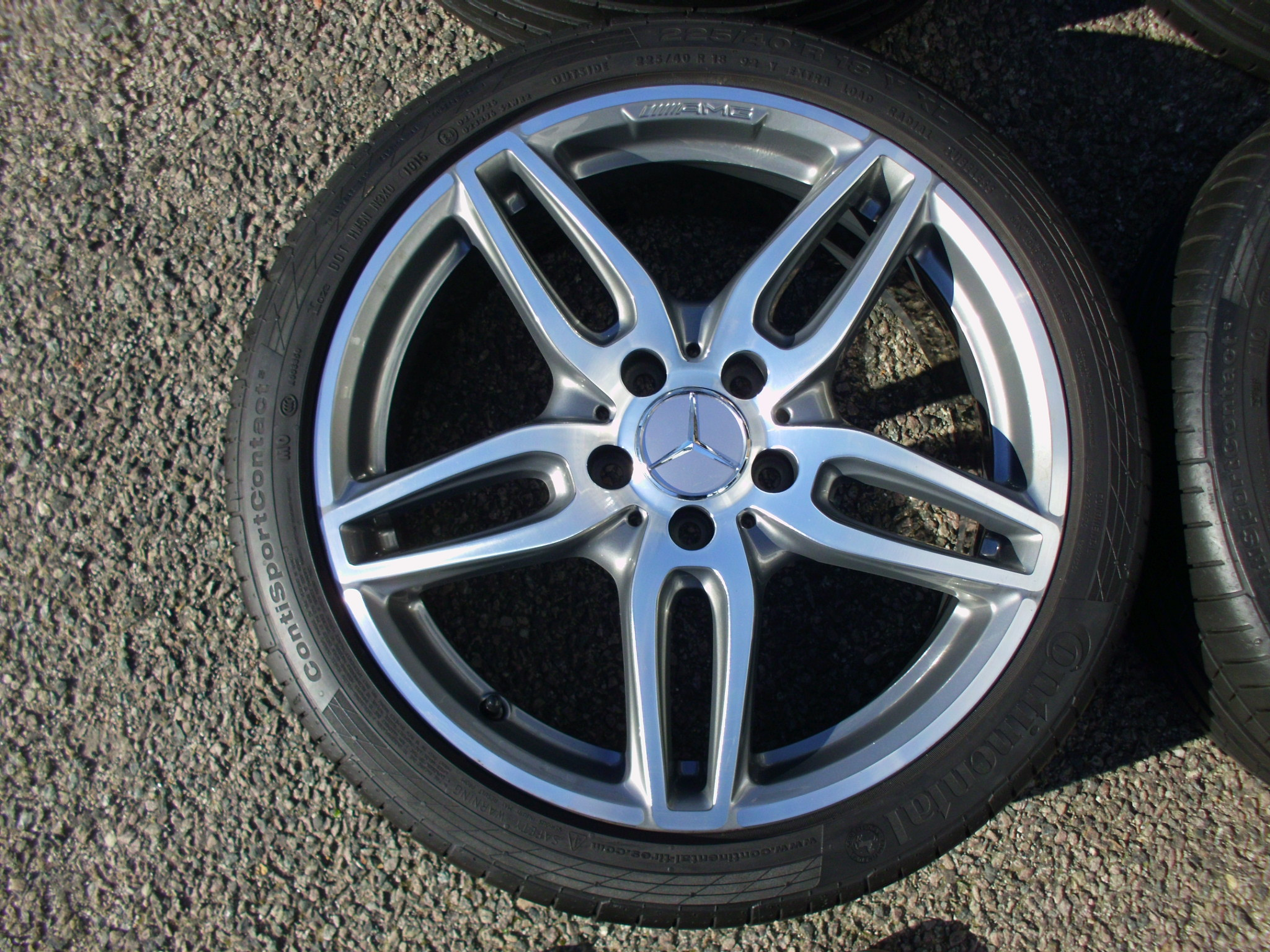 "USED 18"" GENUINE MERCEDES AMG 5 TWIN SPOKE ALLOYS WITH GUNMETAL/POLISHED,FULLY REFURBED INC GOOD TYRES"