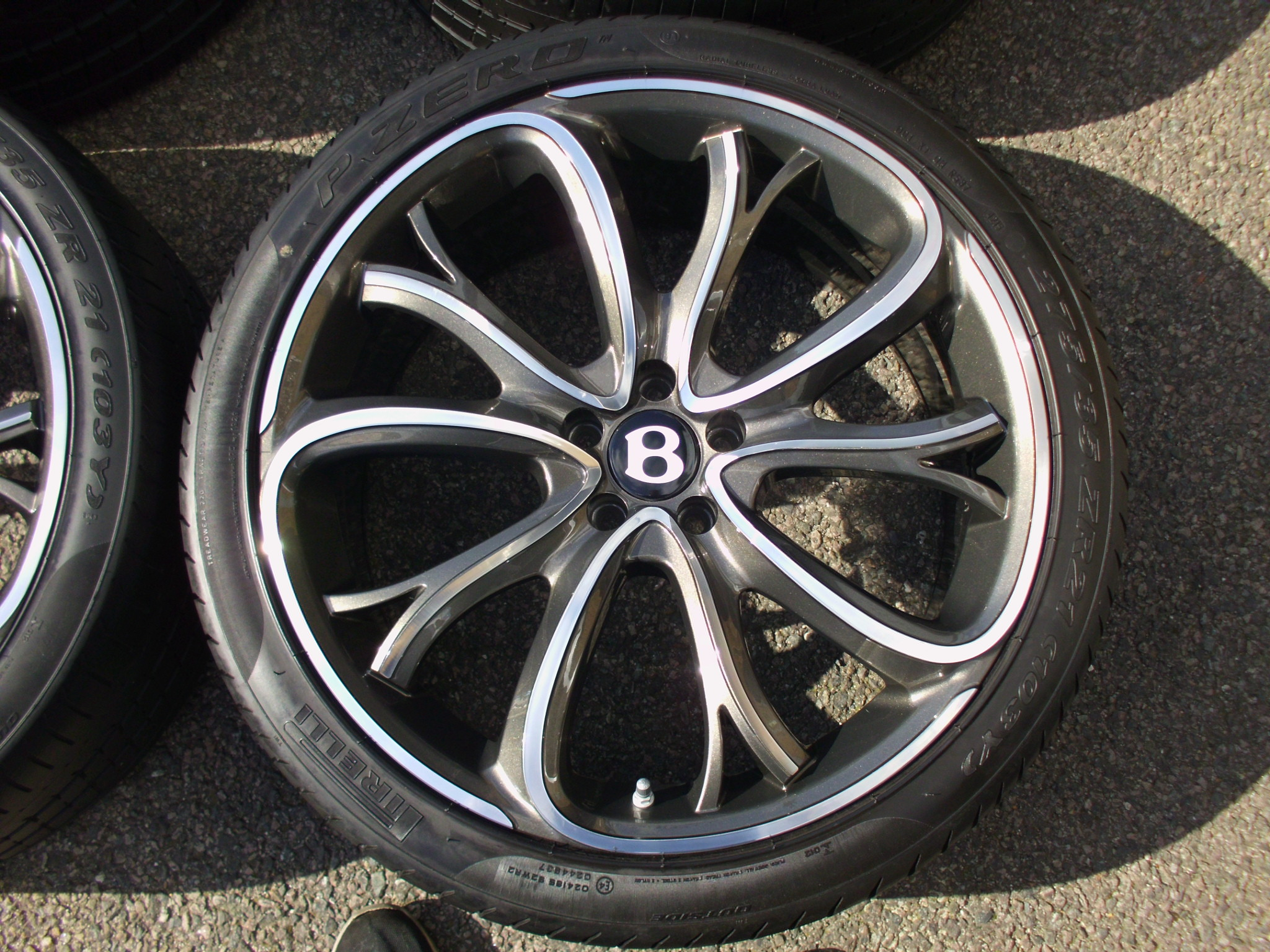 "NEW 21"" BENTLY SSR III ALLOY WHEELS IN DARK GUNMETAL WITH POLISHED FACE INC NEW OE TPMS AND PIRELLI TYRES"