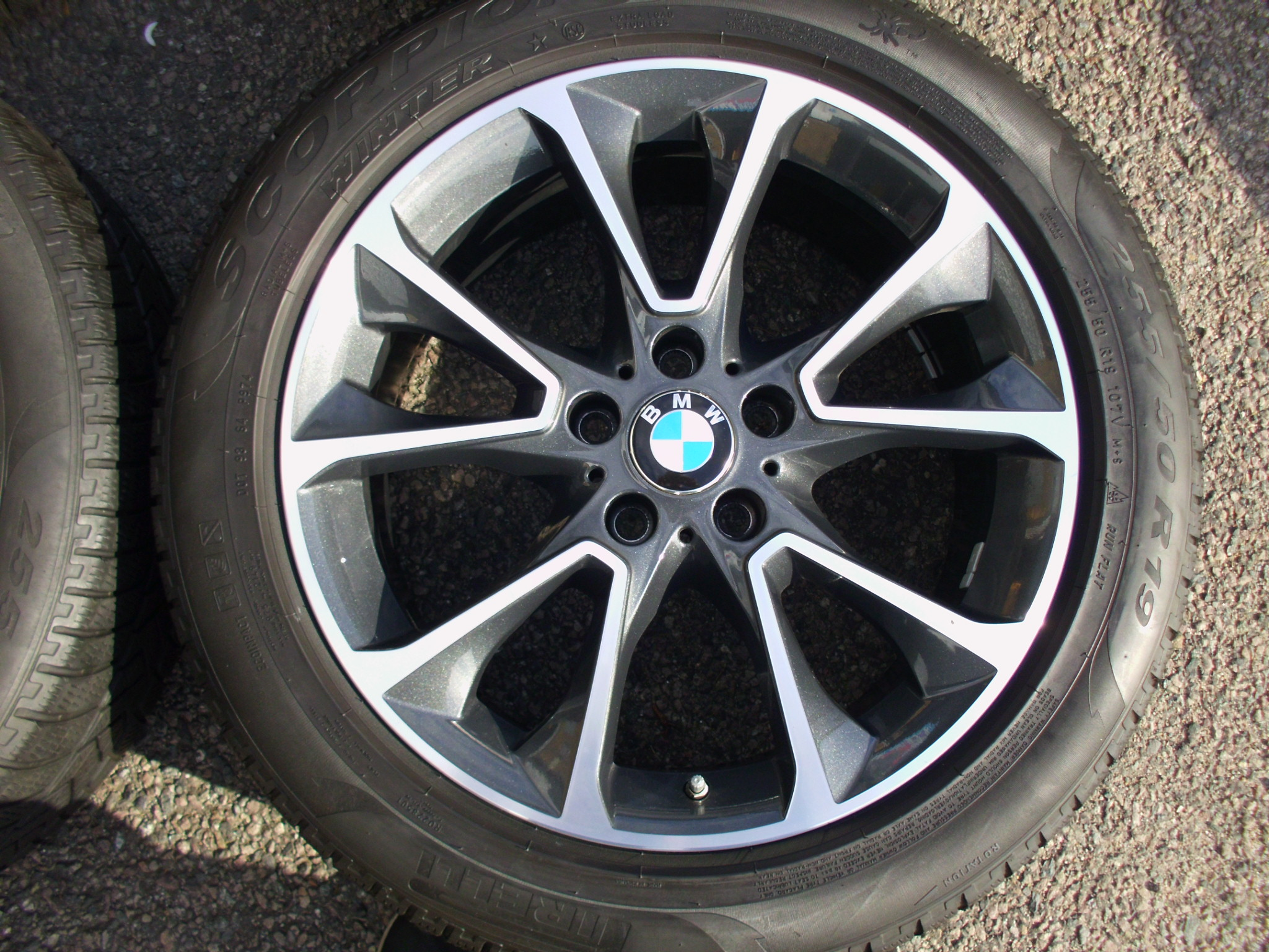 "USED 19"" GENUINE STYLE 449 F15 X5 U SPOKE ALLOYS, VGC,WITH MATCHING PIRELLI RUNFLAT WINTER TYRES"