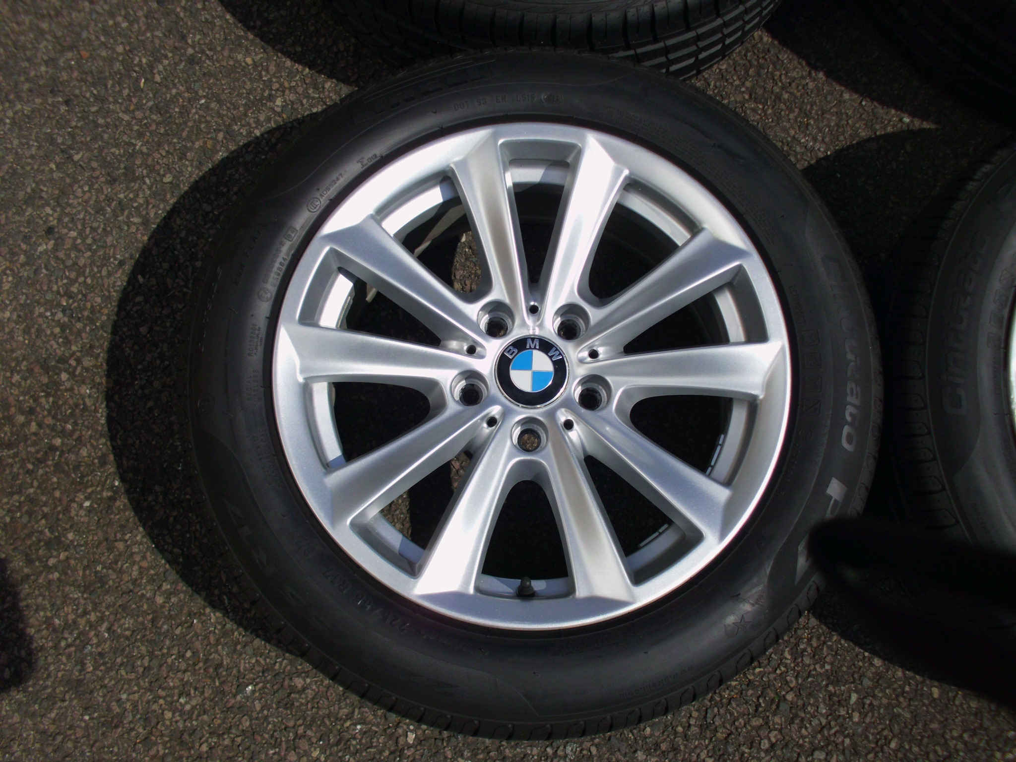 "USED 17"" GENUINE STYLE 236 F10/11 V SPOKE ALLOY WHEELS, VGC INC GOOD RUNFLATS TYRES"