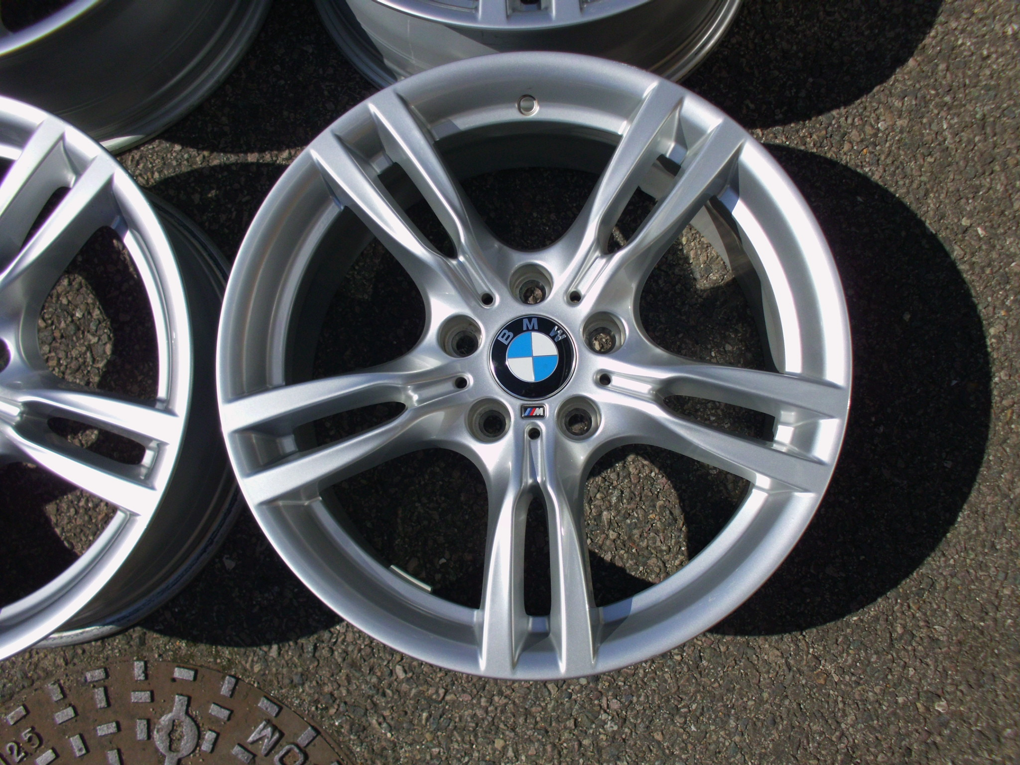 "USED 18"" GENUINE STYLE 400 M SPORT ALLOY WHEELS, WIDER REARS, VERY GOOD CONDITION"