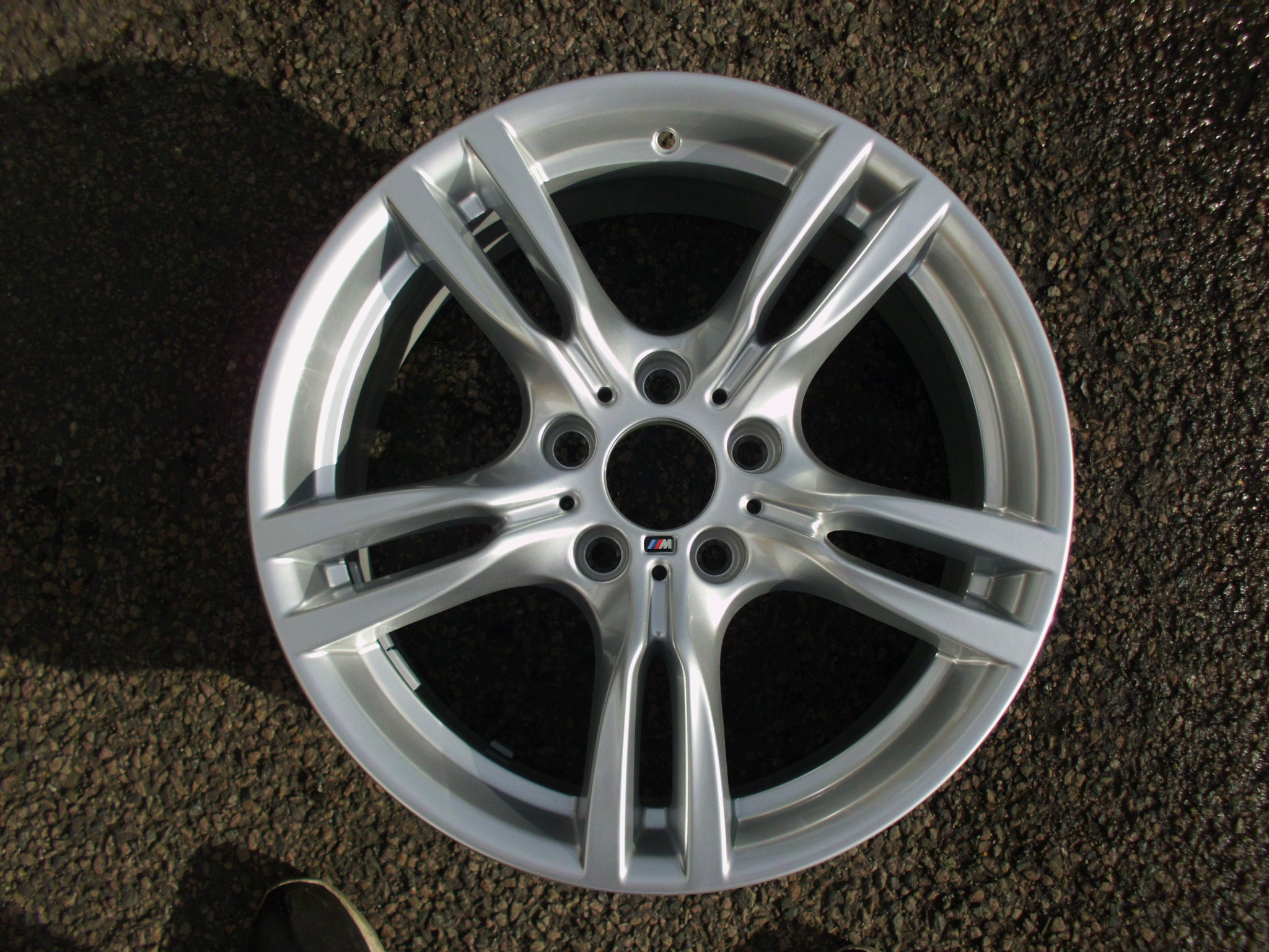"USED SINGLE 18"" GENUINE BMW F30 3 SERIES STYLE 400M FRONT ALLOY WHEEL, AS NEW,DELIVERY MILEAGE"