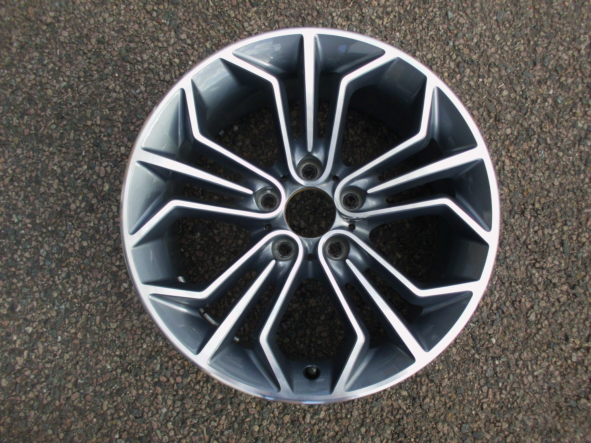 "USED SINGLE 18"" GENUINE BMW E84 X1 REAR STYLE 323 ALLOY WHEEL,EXCELLENT ORIGINAL CONDITION"