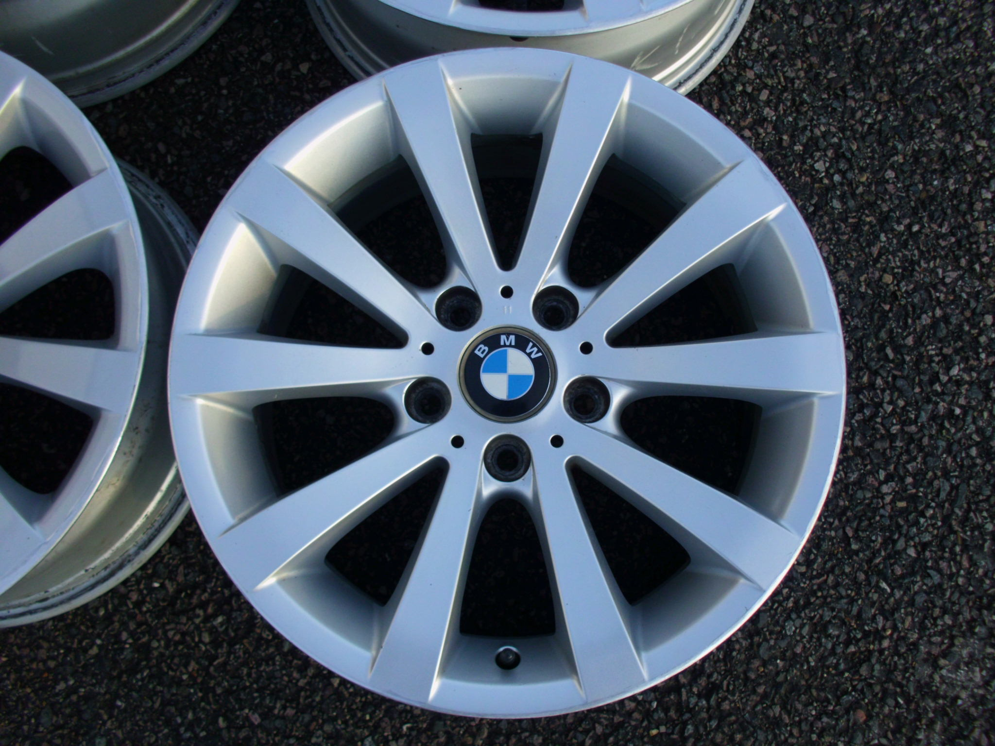 "USED 17"" GENUINE BMW STYLE 285 E90 V SPOKE ALLOYS, GOOD CLEAN CONDITION"