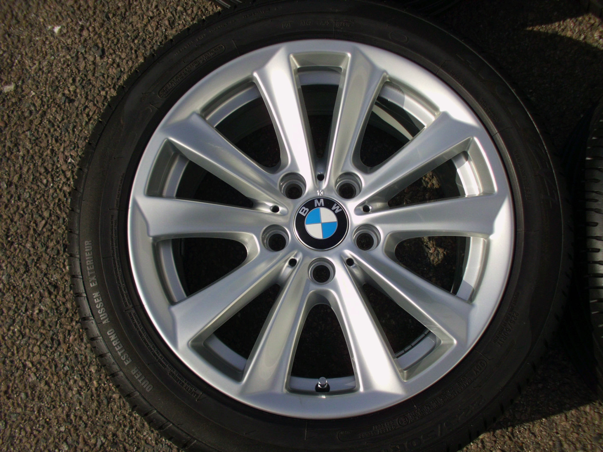 "USED 17"" GENUINE BMW STYLE 236 V SPOKE ALLOY WHEELS, FULLY REFURBED INC VG NON RUNFLAT TYRES"
