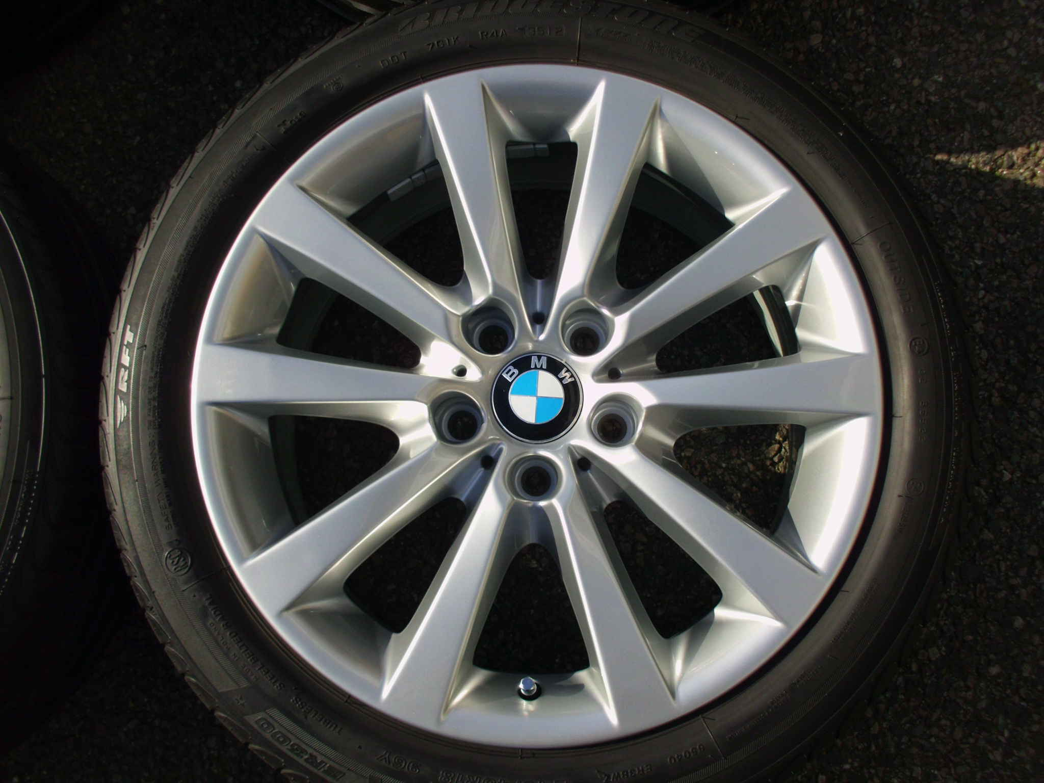 "USED 18"" GENUINE STYLE 328 V SPOKE ALLOYS TO SUIT F10/11,FULLY REFURBED INC BRIDGESTONE RUNFLAT TYRES"