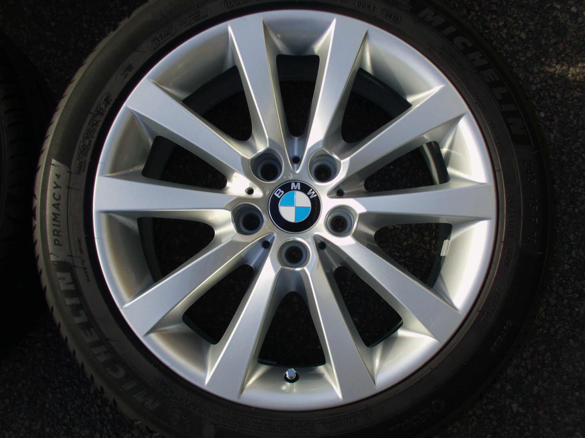 "USED 18"" GENUINE STYLE 328 V SPOKE ALLOYS TO SUIT F10/11,FULLY REFURBED INC VG NON RUNFLAT TYRES"