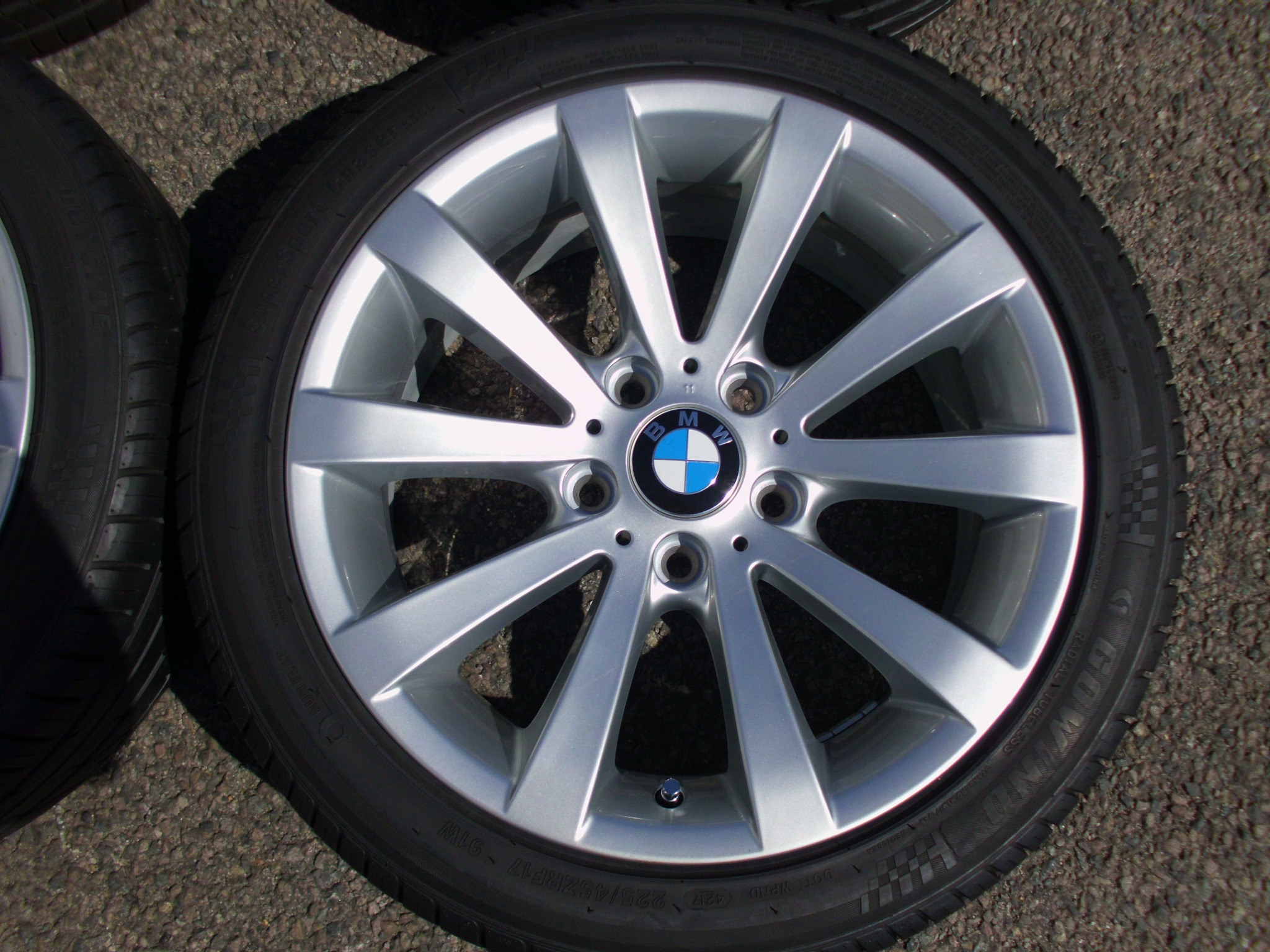 "USED 17"" GENUINE BMW STYLE 285 E90 V SPOKE ALLOYS, FULLY REFURBED INC RUNFLAT TYRES"