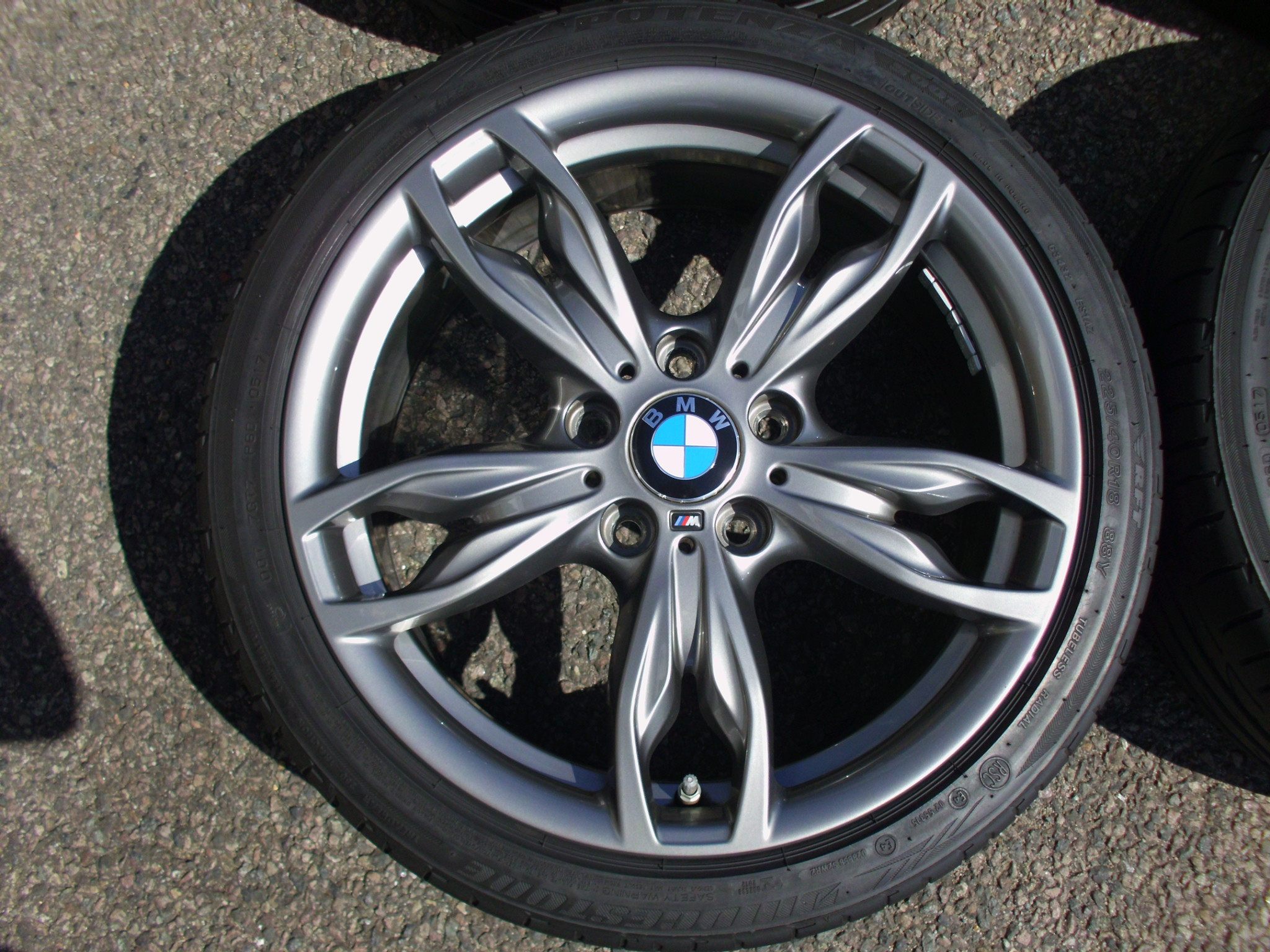"USED 18"" GENUINE STYLE 436M DOUBLE SPOKE ALLOYS,NEAR UNMARKED,WIDE REAR INC MICHELIN PILOT SUPER SPORT TYRES AND TPMS"