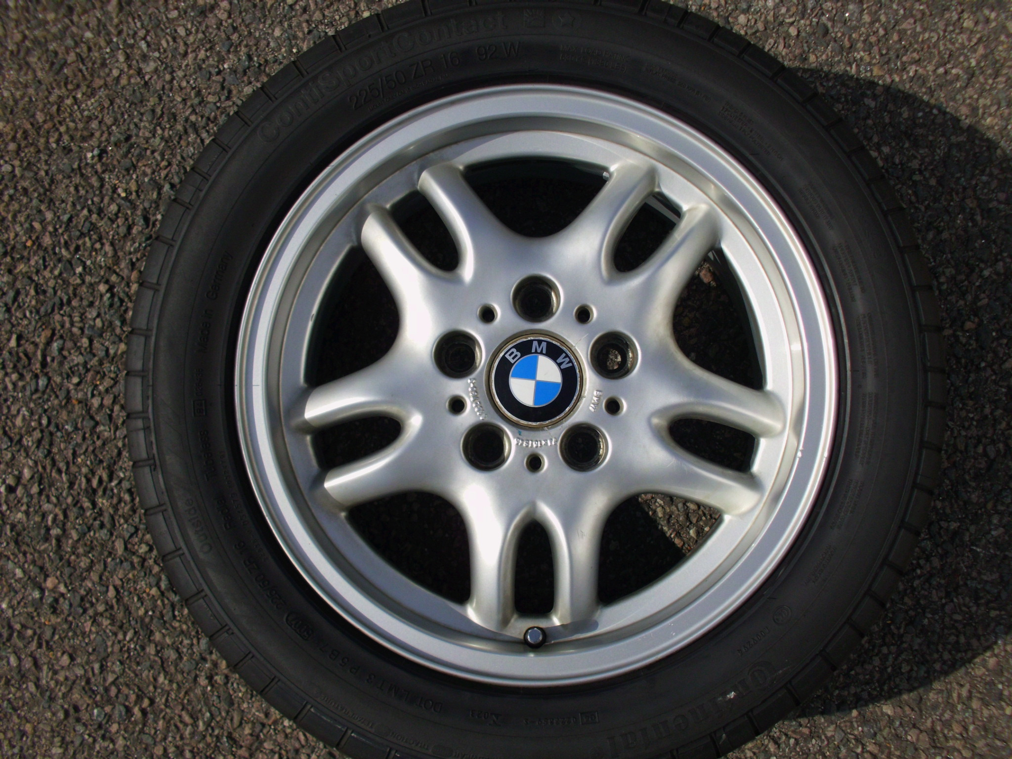 "USED SINGLE 16"" GENUINE BMW STYLE 30 5 TWIN SPOKE ALLOY WHEEL ,VGC,INC GOOD CONTINENTAL 225/50/16 TYRE"