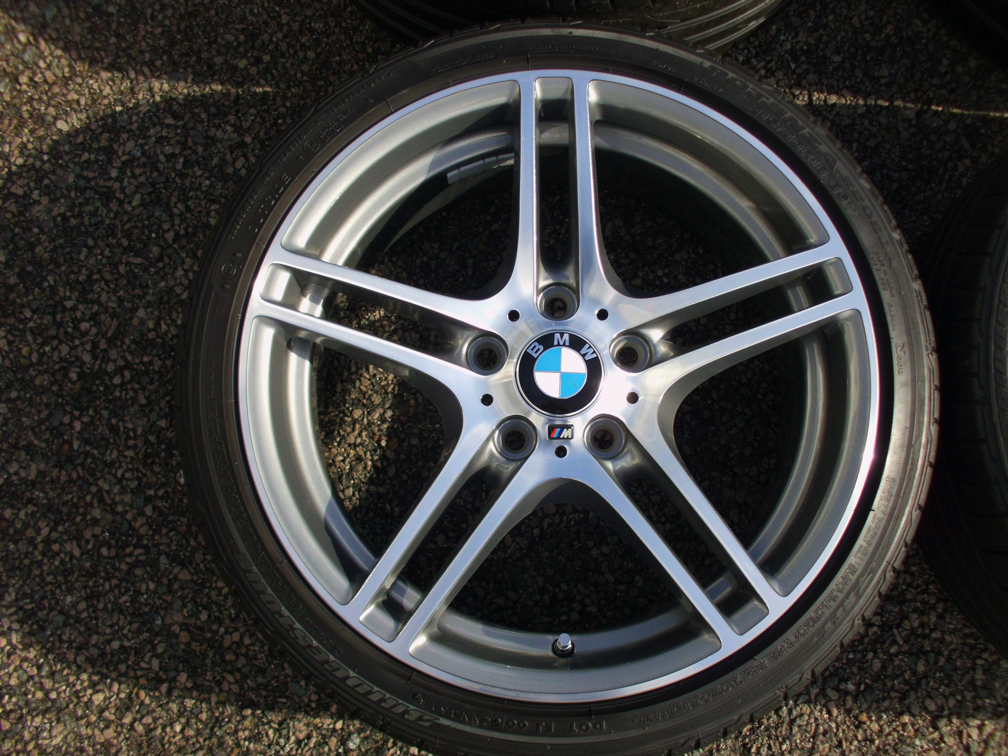 "USED 18"" GENUINE STYLE BMW STYLE 313 M SPORT DOUBLE SPOKE ALLOY WHEELS ,WIDE REAR,FULLY REFURBED INC VG BRIDGESTONE RUNFLAT TYRES"
