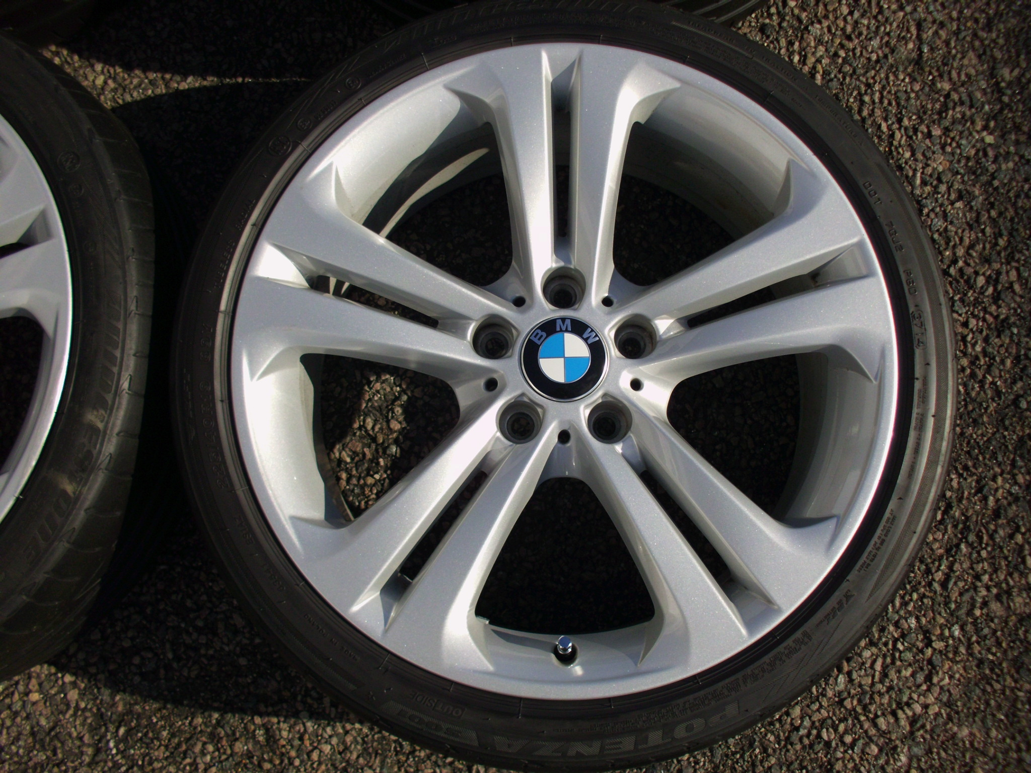 "USED 19"" GENUINE BMW STYLE 401 F30 5 TWIN SPOKE ALLOY WHEELS , VG ORIGINAL CONDITION INC BRIDGESTONE RUNFLAT TYRES"
