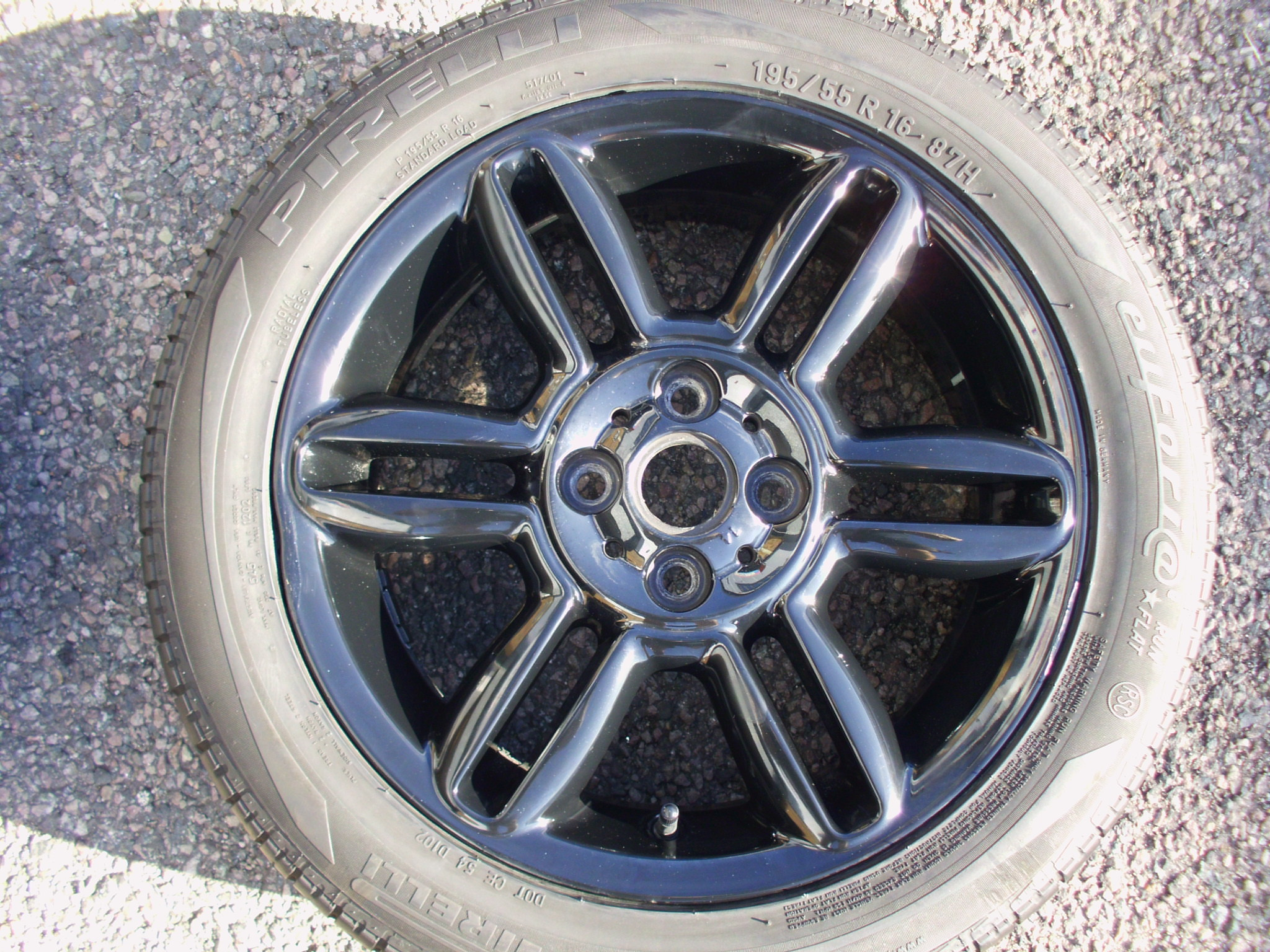"USED SINGLE 16"" GENUINE MINI COOPER / CLUBMAN R119 6 STAR TWIN SPOKE ALLOY WHEEL,GLOSS BLACK, GC IN GOOD PIRELLI RUNFLAT TYRE"