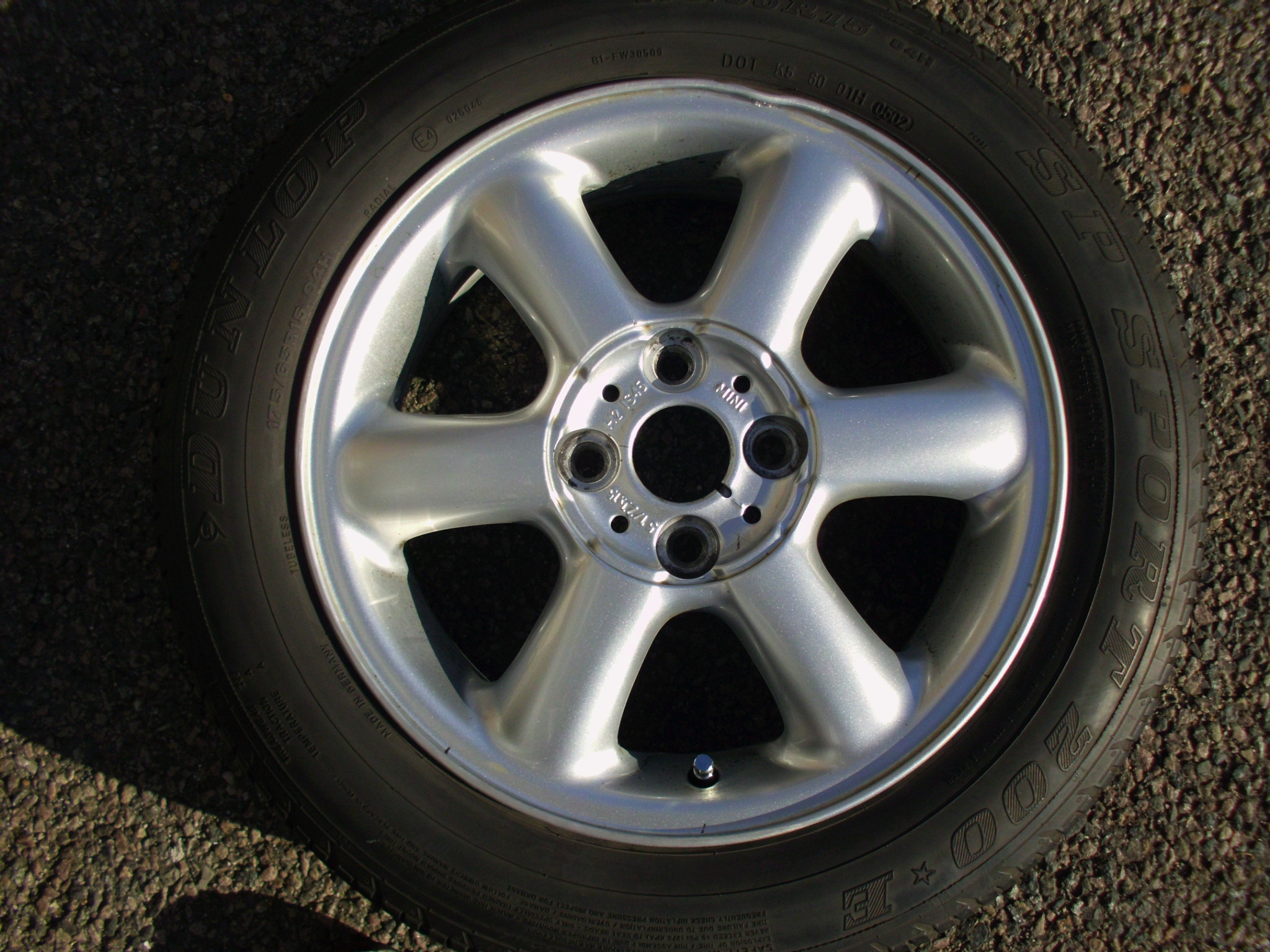 "USED SINGLE 15"" GENUINE MINI R101 ROTATOR 6 SPOKE ALLOY WHEEL ,INC DUNLOP 175/65/15 TYRE"