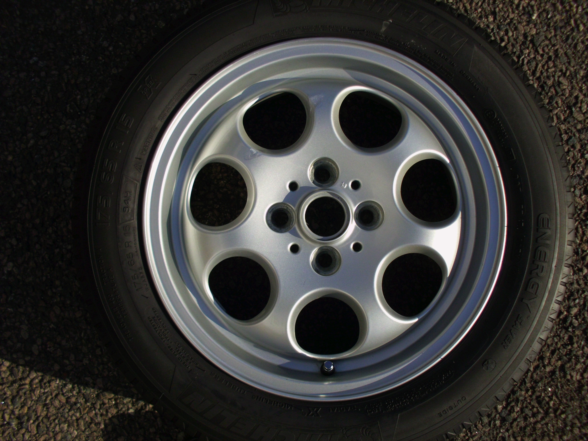 "USED SINGLE 15"" GENUINE MINI R81 7 HOLE ALLOY WHEEL,GC INC MICHELIN 175/65/15 TYRE"