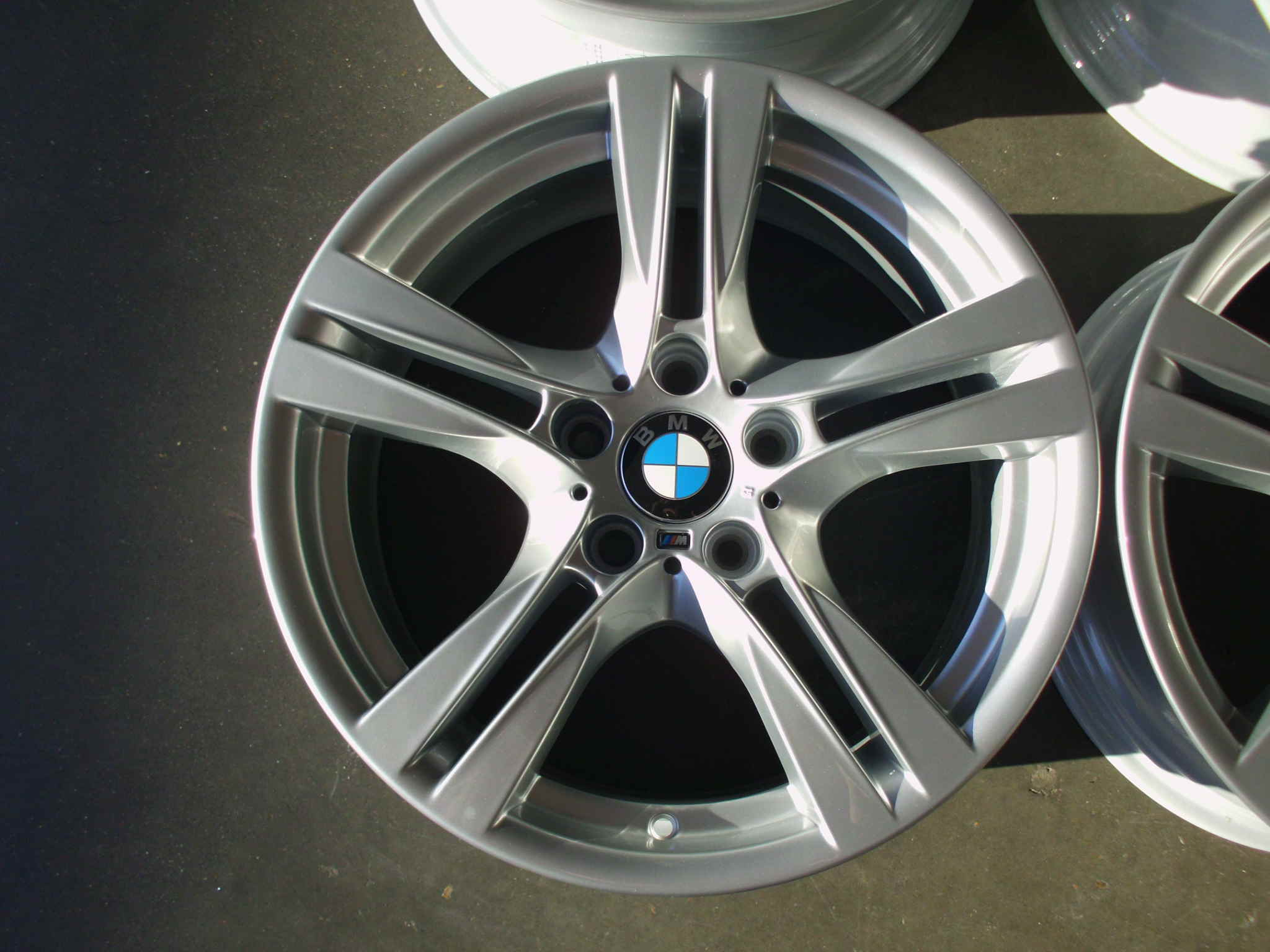 "USED 18"" GENUINE BMW STYLE 355 M SPORT ALLOY WHEELS,WIDE REAR'S,FULLY REFURBED"