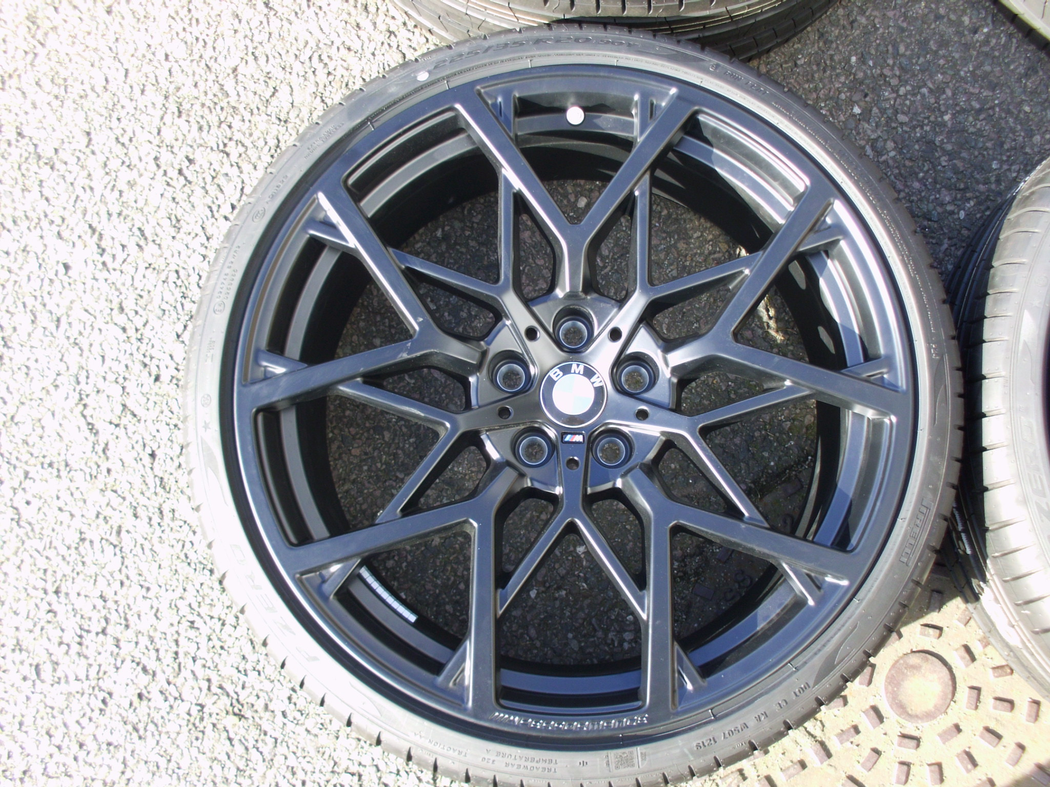 "NEW 20"" GENUINE BMW STYLE 795M PERFORMANCE ALLOY WHEELS, WIDE REAR, INC NEW PIRELLI RUNFLAT TYRES + TPMS"